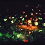 Ночные огни через стекло