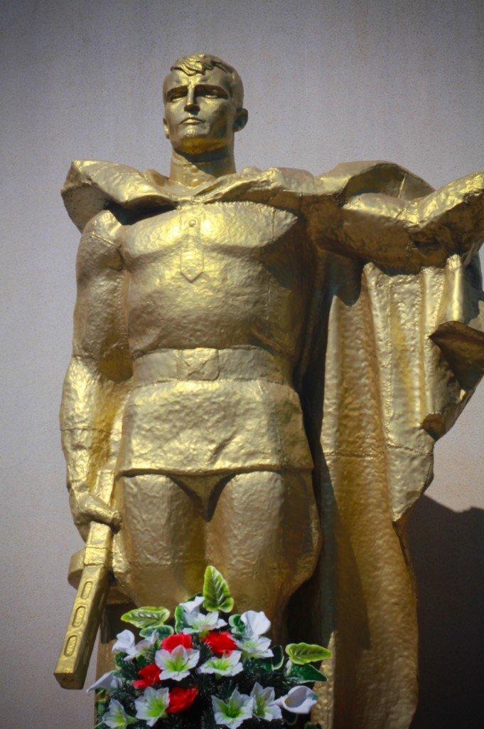 янтарный,памятник,фото