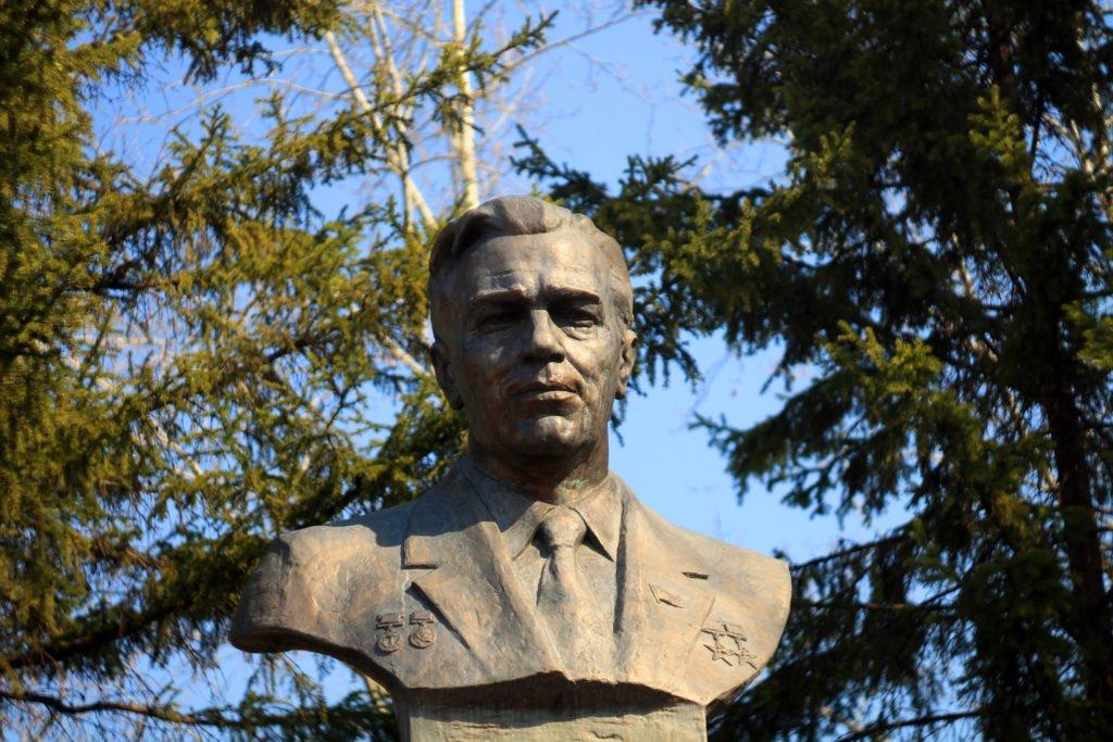 памятник, Янгель, Железногорск-Илимский, тайга, фото